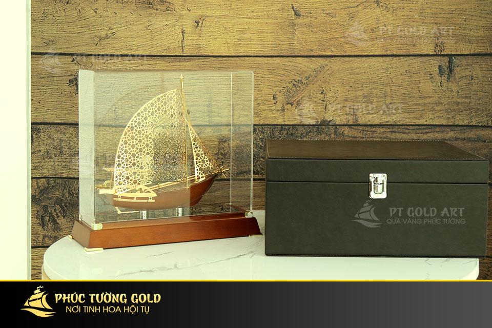 Thuyền buồm phong thủy dát vàng sang trọng tại Phúc Tường Gold